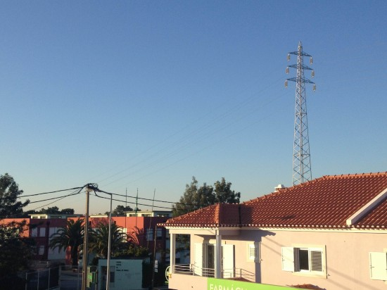 Linhas de Alta Tensão a atravessar Escola EB 2+3 de Pinhal de Frades