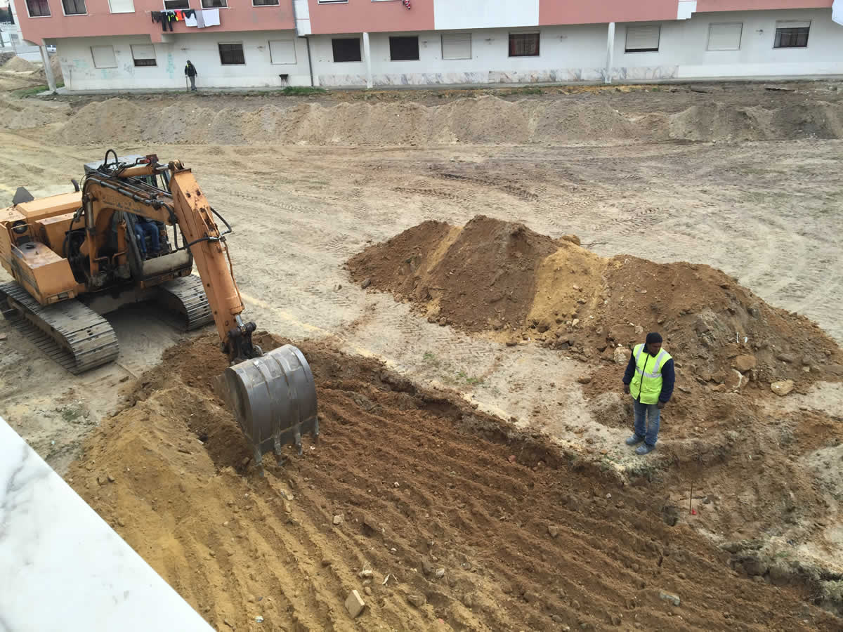 Obras do novo parque de estacionamento em Pinhal de Frades